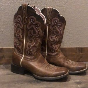 Ariat Square Toe Boots *Size 7B
